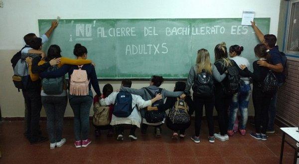 Bahia Blanca: No al Cierre del bachillerato de adultos en el Mosconi