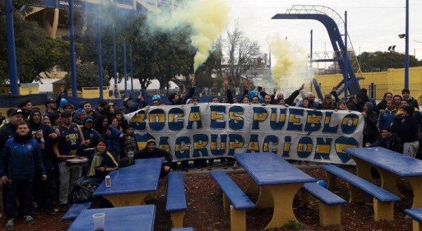 """""""Ganemos los dos partidos"""": hinchas de Boca marchan a la vigilia por el aborto legal tras la Libertadores"""