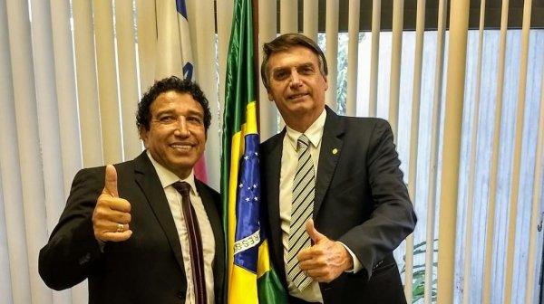 """Bolsonaro creará el """"Ministerio de la Familia"""" presidido por el homofóbico pastor evangélico Magno Malta"""