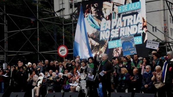 """9 de Julio: ¿""""la patria no se rinde"""" o pura demagogia electoral?"""
