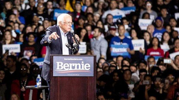 La carrera demócrata llega al supermartes con Bernie Sanders como favorito