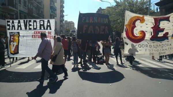 Flores: corte en el colegio Fernando Fader al grito de #FaderSiAnexoNo