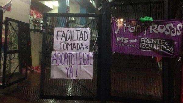 UBA: estudiantes tomaron Filosofía, Sociales y Psicología por el aborto legal