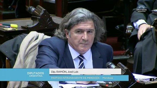 """#AbortoSesiónHistórica: otro papelón del diputado """"panqueque"""" Ramón"""