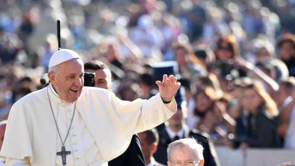 El papa con todo contra el aborto legal: lo comparó con la contratación de sicarios