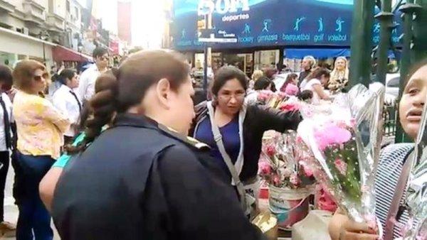 """[VIDEO] Alemán: """"En el Día de la Madre, funcionarios municipales hostigan a vendedoras de rosas"""""""