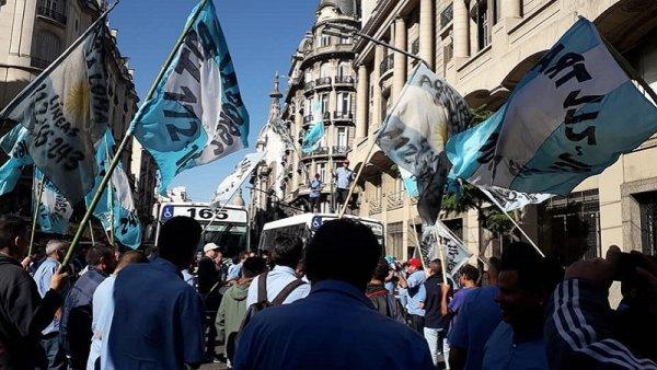 Expreso Lomas: trabajadores se movilizan por reactivación del servicio y contra los despidos