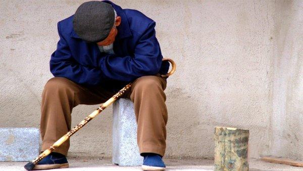 Matar al abuelito: cómo viven el ajuste del FMI miles de jubilados y jubiladas