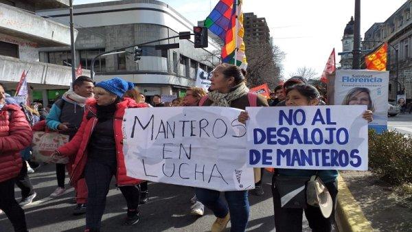 """Ambulantes de La Plata: """"Somos mayoría mujeres, lo hacemos para subsistir, pero Garro nos reprime"""""""