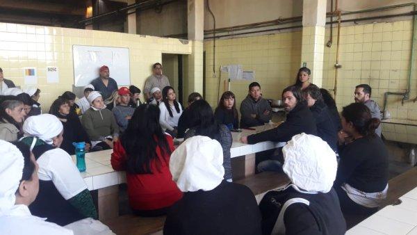 Del Caño, Castillo y Seligra visitaron Mielcitas e hicieron un aporte de las bancas del FIT para el fondo de lucha