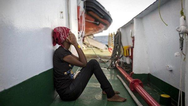 Trece migrantes muertas en naufragio frente a las costas italianas