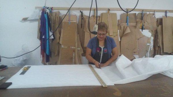 Las textiles de Neuquén confeccionan barbijos y los ponen a disposición del sistema de salud