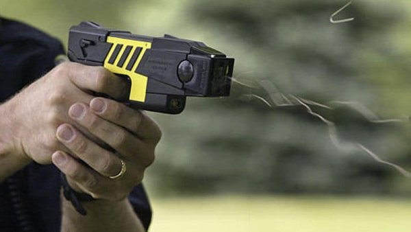 Avance represivo: diputados le pidieron al gobernador Sáenz que compre pistolas Taser