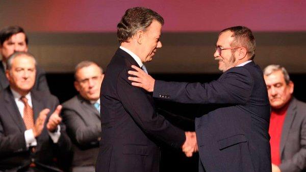 """El gobierno de Santos y las FARC firmaron un nuevo acuerdo """"de paz"""""""