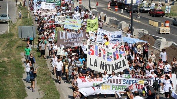 """La Matanza: """"Fuera la Policía de nuestras escuelas"""""""