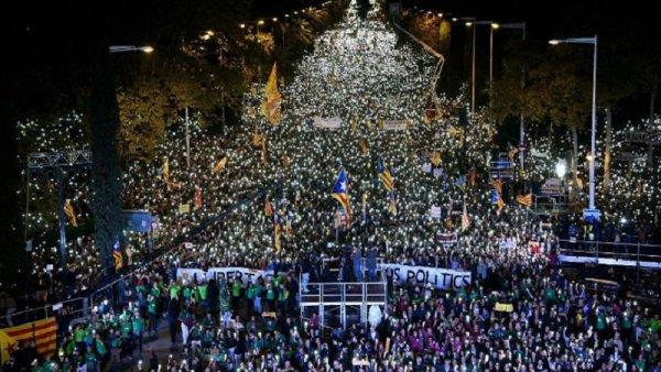 [VIDEO] 750.000 personas llenan las calles de Barcelona por la libertad de los presos políticos catalanes