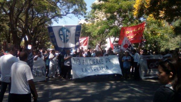 Movilización en rechazo al cierre de la terapia intensiva del Hospital Dr. Cetrángolo