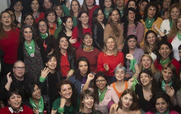 Jóvenes, trabajadoras y luchadoras: la campaña militante de las #MujeresFITunidad