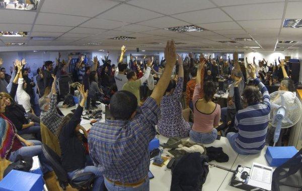 Paro y ocupación de ambos edificios de Télam contra los despidos