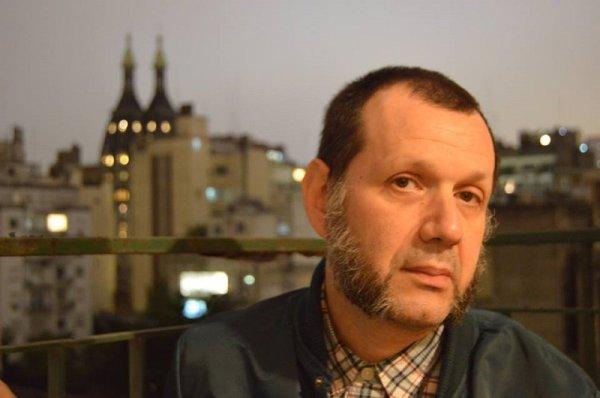 Adrián Yanzón, poeta y músico desde el under