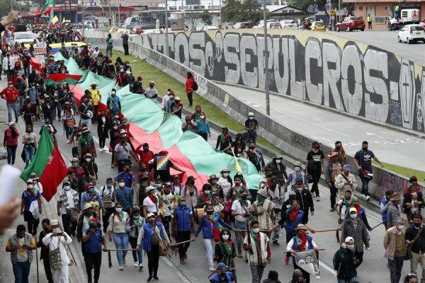 Caravana indígena llega a la capital de Colombia y se une a la jornada de protesta nacional