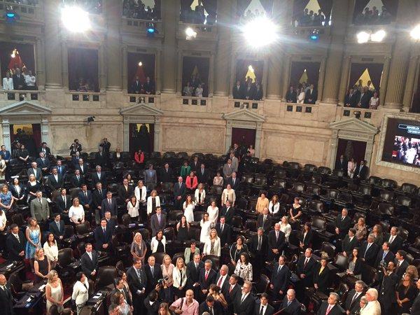 Macri juró con un Congreso parcialmente vacío