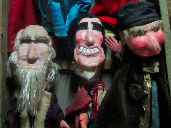 Dos titiriteros detenidos por una obra de teatro y denunciados por el Ayuntamiento de Madrid