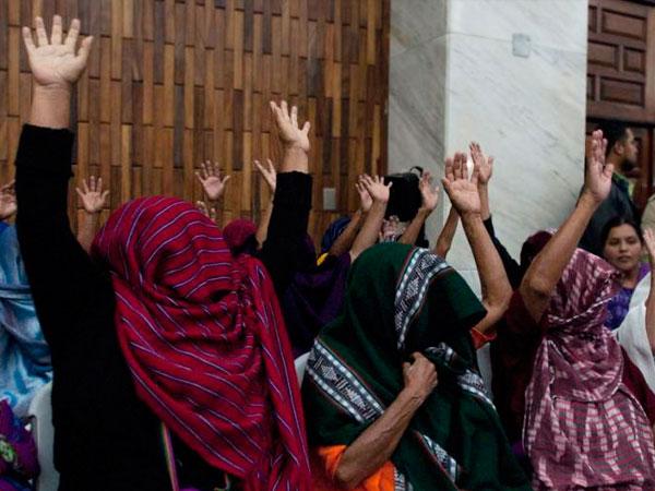 Sentencian a más de 100 años a militares por esclavitud sexual durante conflicto armado