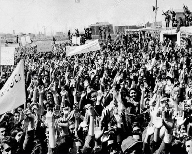 Manifestazione nel 1952 dopo la nazionalizzazione dell'AIOC